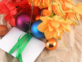 Flowers, christmas balls and white invitation card, christmas decorations — Foto Stock