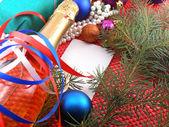 クリスマスの装飾とボール、新年の木の枝 — ストック写真