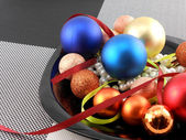 Decorative christmas ball and pearls on a plate, new year holiday — Stock fotografie