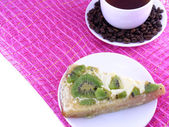 Coffee cup and slice of kiwi tart — Stock Photo