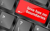 Wording love has no boundaries on computer keyboard key — Stock fotografie