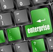 понятие электронной коммерции или электронной коммерции, предприятия, с сообщения на клавиатуре компьютера — Стоковое фото