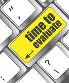 Tiempo para evaluar la palabra en el teclado de la computadora - concepto de red social — Foto de Stock