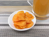 Mug of Fresh Beer and plate with Pile potato chips — ストック写真