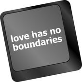 Wording love has no boundaries on computer keyboard key — Stock Photo