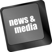Teclado de computador com chave notícias e mídia. conceito de negócio — Foto Stock