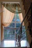 Schody i okna — Zdjęcie stockowe