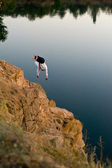 Man jumps off a cliff — Stock Photo
