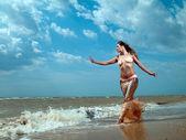 Chica en el mar — Foto de Stock