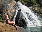Meisje in een zwembroek — Stockfoto