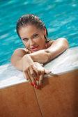 Mädchen im badeanzug — Stockfoto