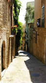 Alley of the ancient city of Girona — Stock Photo