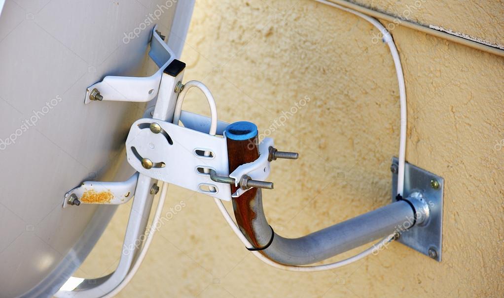 Soporte para antena parab lica en una terraza foto de - Soporte para antena ...