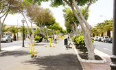 Avenue with exercise equipment in Arrecife — Stock Photo