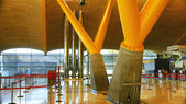 Architektonický detail letiště barajas sloupců terminálu 4, — Stock fotografie