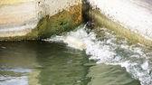 вода в оросительный канал — Стоковое фото