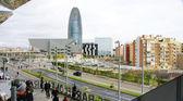 Panoramica della torre agbar e il museo del design di barcellona — Foto Stock