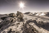"""Black Mountain"" and the sun in the snowy Ukrainian Carpathians — Stock Photo"