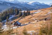 Cómoda casa en las montañas de los cárpatos — Foto de Stock