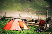 Camping tent near a village in the misty mountains of the Caucas — Stock Photo