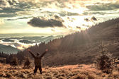 The man and the sunset in the mountains — Stock Photo