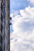 Builders of the tallest building in Kiev on high-altitude works — Stock Photo