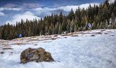 Turystów w snowy góry — Zdjęcie stockowe