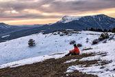 Flicka i krim bergen — Stockfoto