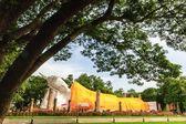 Socha buddhy venkovní v thajsku. — Stock fotografie