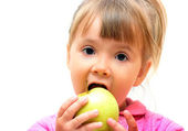 Girl eating green apple — Stock Photo