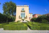 Italiaanse architectuur in bardolino — Stockfoto