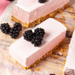 Frozen blackberry cheesecake — 图库照片