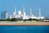 Wonderful mosque in Abu Dhabi — Stock Photo