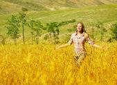 Woman on wheat field — Stock Photo