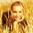 Girl on wheat field — Stock Photo