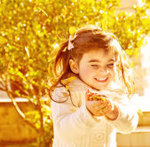 Happy little girl in autumn park — Stock Photo