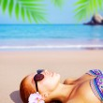 Cute girl on tropical resort — Stock Photo