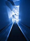 Escada rolante moderna — Fotografia Stock