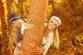 Young family in the wood — Foto Stock