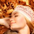 Pretty woman sleeping on fall foliage — Stock Photo #14031351