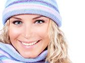 Glad tjej i vinter mössa — Stockfoto