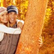 Happy couple in autumn park — Stock fotografie