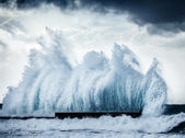Giant waves — Stock Photo
