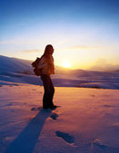 Woman traveler hiking in winter mountains — Stock Photo