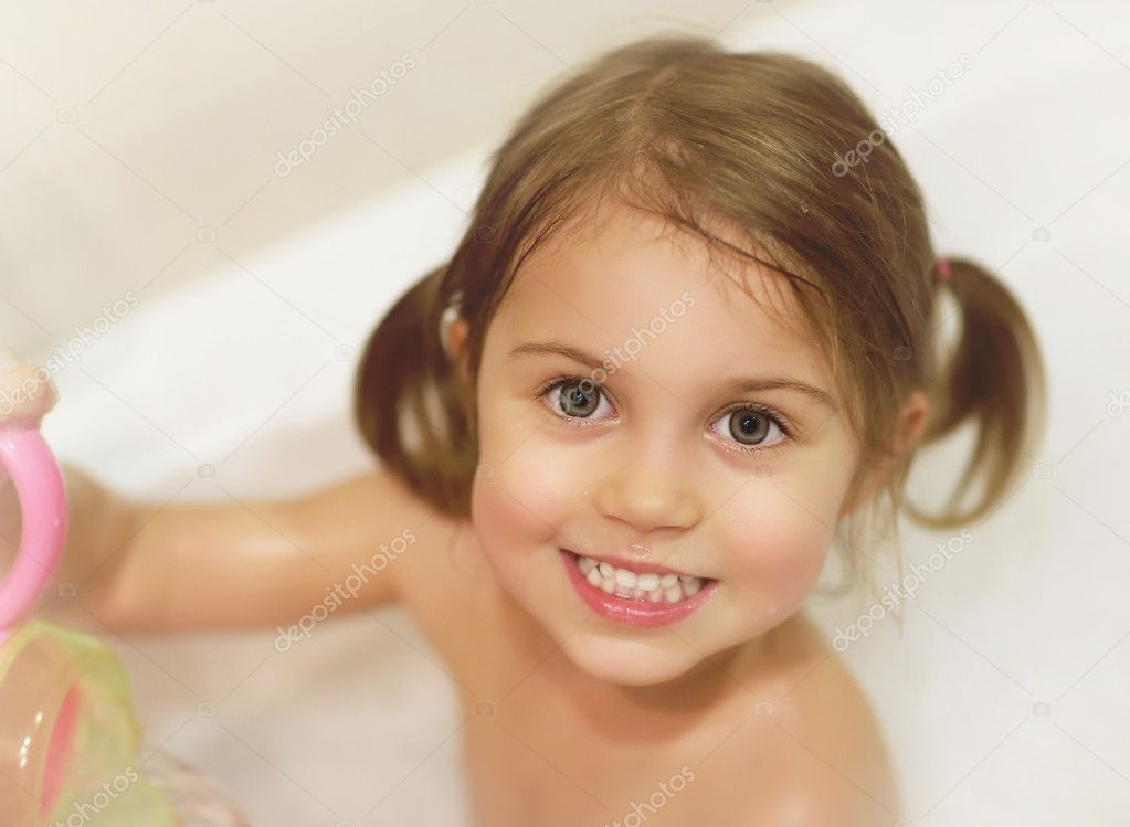 little girl take bath stock photo annaomelchenko 19671275. Black Bedroom Furniture Sets. Home Design Ideas