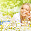 Woman on daisy field — Stock Photo #20591377