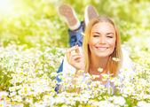 Young lady on daisy field — Stock Photo