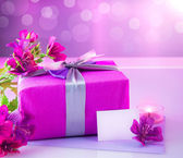 Luxury gift with pink flowers — Stock Photo
