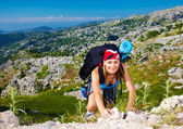 Teen girl climb on mountain — Stock Photo