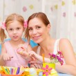 Mother with daughter painted Easter eggs - Stockfoto